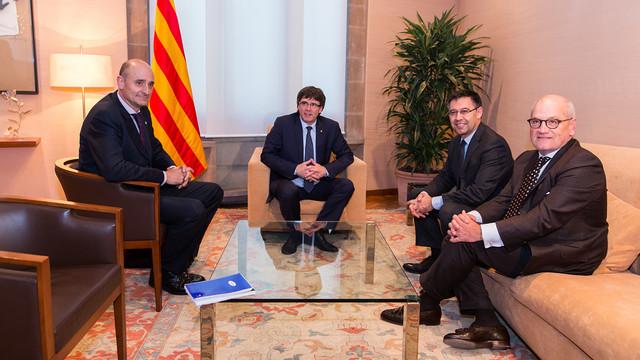 Carles Puigdemont, alongside Josep Maria Bartomeu, Carles Vilarrubí and Jordi Moix / GERMAN PARGA - FCB