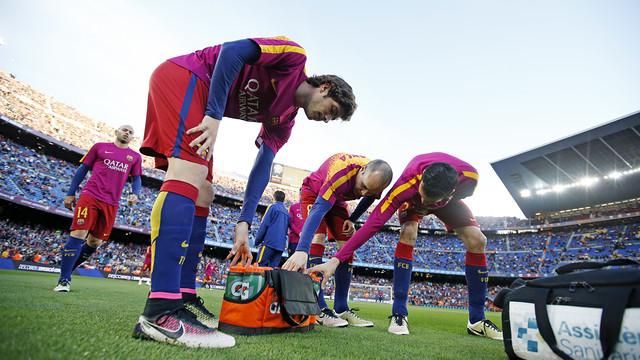 El calentamiento del Barça antes de empezar el partido contra el Valencia / MIGUEL RUIZ - FCB