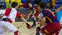 Matías Pascual, de fondo, en el partido contra el SHUM en el Palau. FOTO: V. SALGADO - FCB