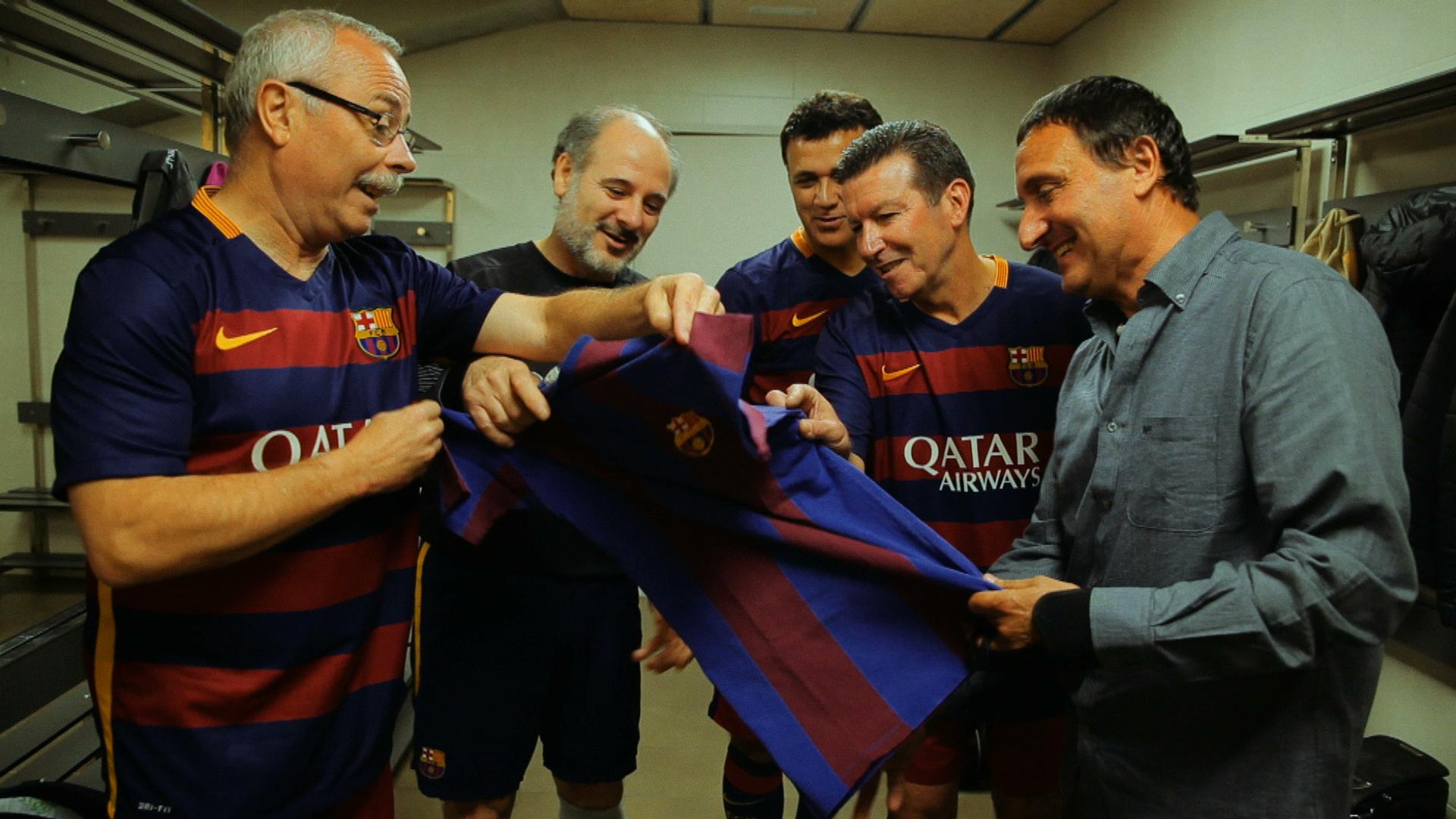 Trobada de l'equip juvenil del Barça campió d'Espanya l'any 1979 amb una samarreta de l'època