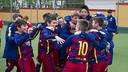 Els nois de l'Aleví A van explotar d'alegria en aconseguir el títol / VÍCTOR SALGADO - FCB