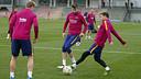 Messi, Piqué y Rakitic disputan un rondo en el último entrenamiento / MIGUEL RUIZ - FCB