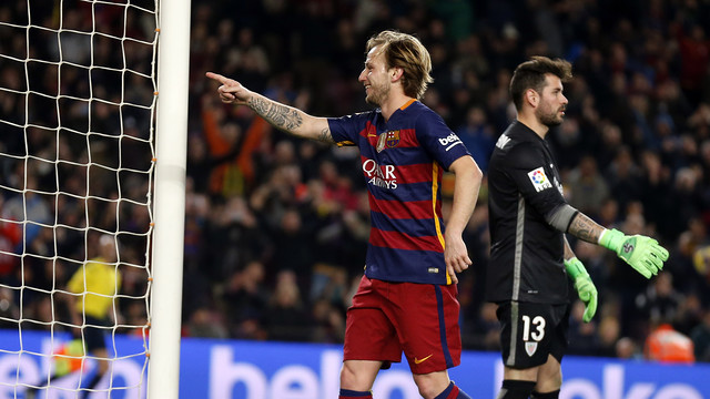 Rakitic celebrates the goal he scored versus Athletic Club at Camp Nou this season. / MIGUEL RUIZ - FCB