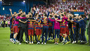 Le groupe complet célèbre le titre en Coupe du Roi au Vicente Calderón / VÍCTOR SALGADO - FCB