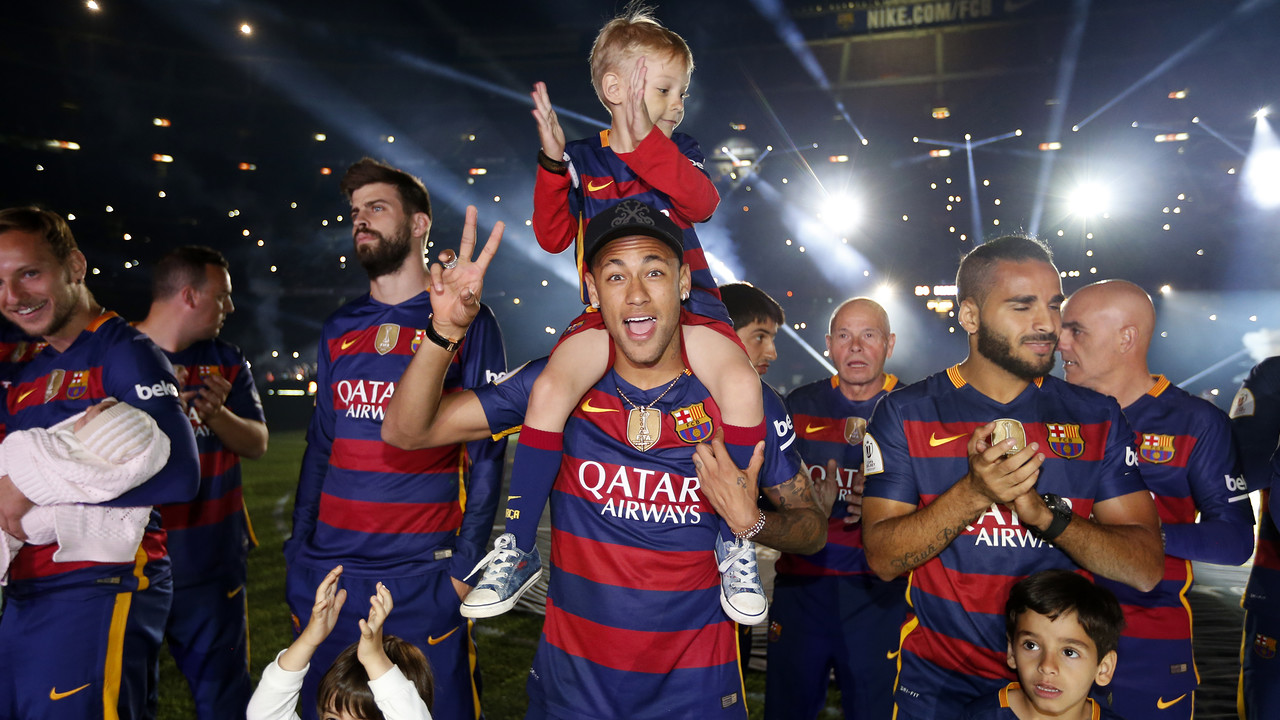 Neymar Jr with his son on Monday night at the Camp Nou / MIGUEL RUIZ - FCB