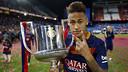 Neymar Jr, avec la Coupe du Roi remportée contre Séville / MIGUEL RUIZ - FCB