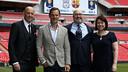 El Liverpool-Barça se ha presentado en Wembley, con Ronald de Boer como representante del Barça / Paul Harding